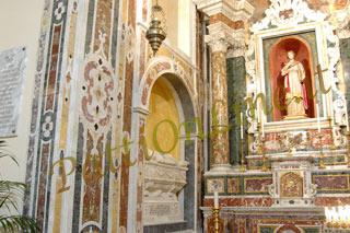 Il sarcofago della regina Adelasia ed accanto alla statua di Santa Febronia