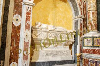 Il sarcofago della regina Adelasia