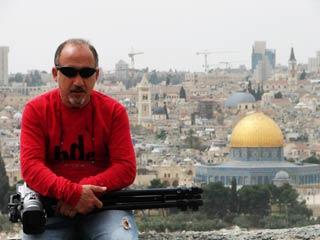 Franco Zanghì - sullo sfondo la città di Gerusalemme